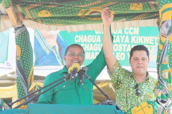 CCM Chairman and  Tanzania president, Jakaya Kikwete (Left),  promotes Rostam Aziz during parliamentary election at Igunga in Tabora, Tanzania