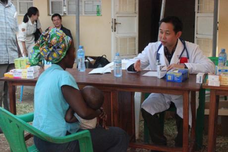 Chinese Doctor in Uganda. Photo: Focas.Org