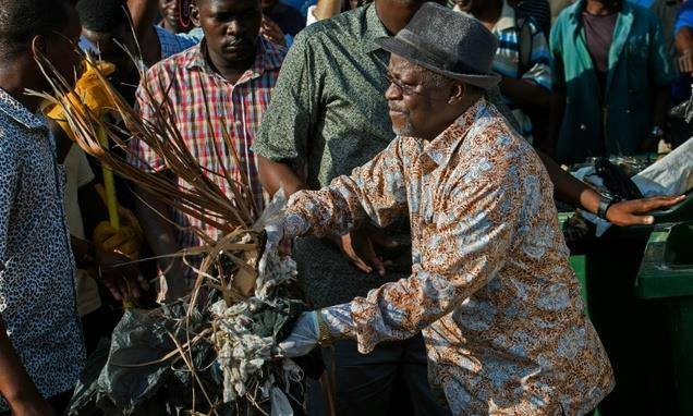 President John Pombe Magufuli participates in the clean-up campaign December 9, 2015